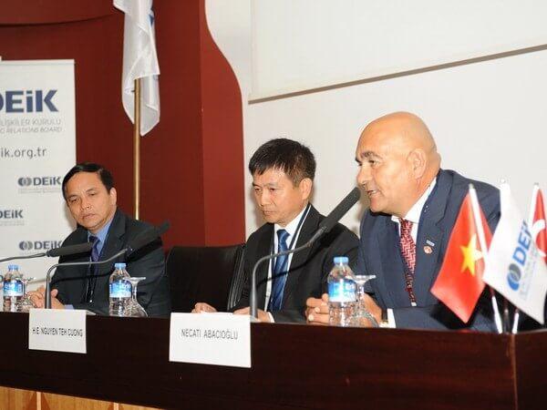 Ông Necati Abacioglu, Chủ tịch Hội đồng Thương mại Thổ Nhĩ Kỳ-Việt Nam phát biểu tại hội thảo. (Nguồn: Vietnam+)