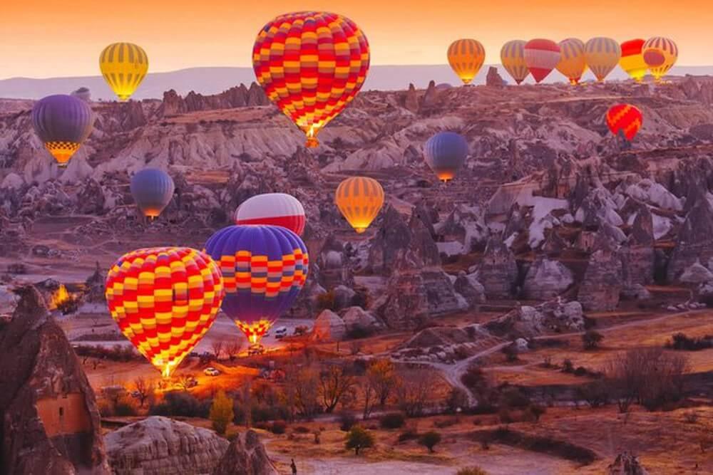 Ngắm cảnh ở Cappadocia trên khinh khí cầu