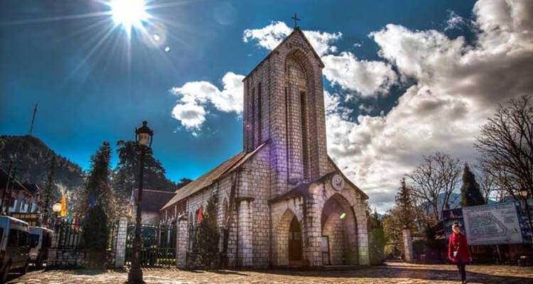 Nhà thờ đá Sapa tọa lạc ngay trong trung tâm thị trấn