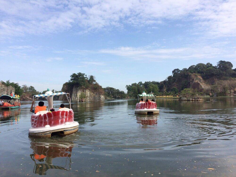Đạp vịt ngắm cảnh khu du lịch Bửu Long là trãi nghiệm không thể bỏ qua