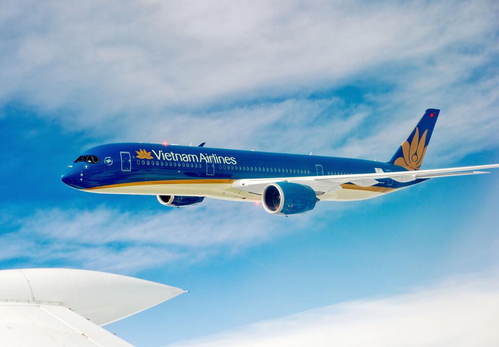 Di chuyển bằng máy bay của hãng hàng không Vietnam Airlines