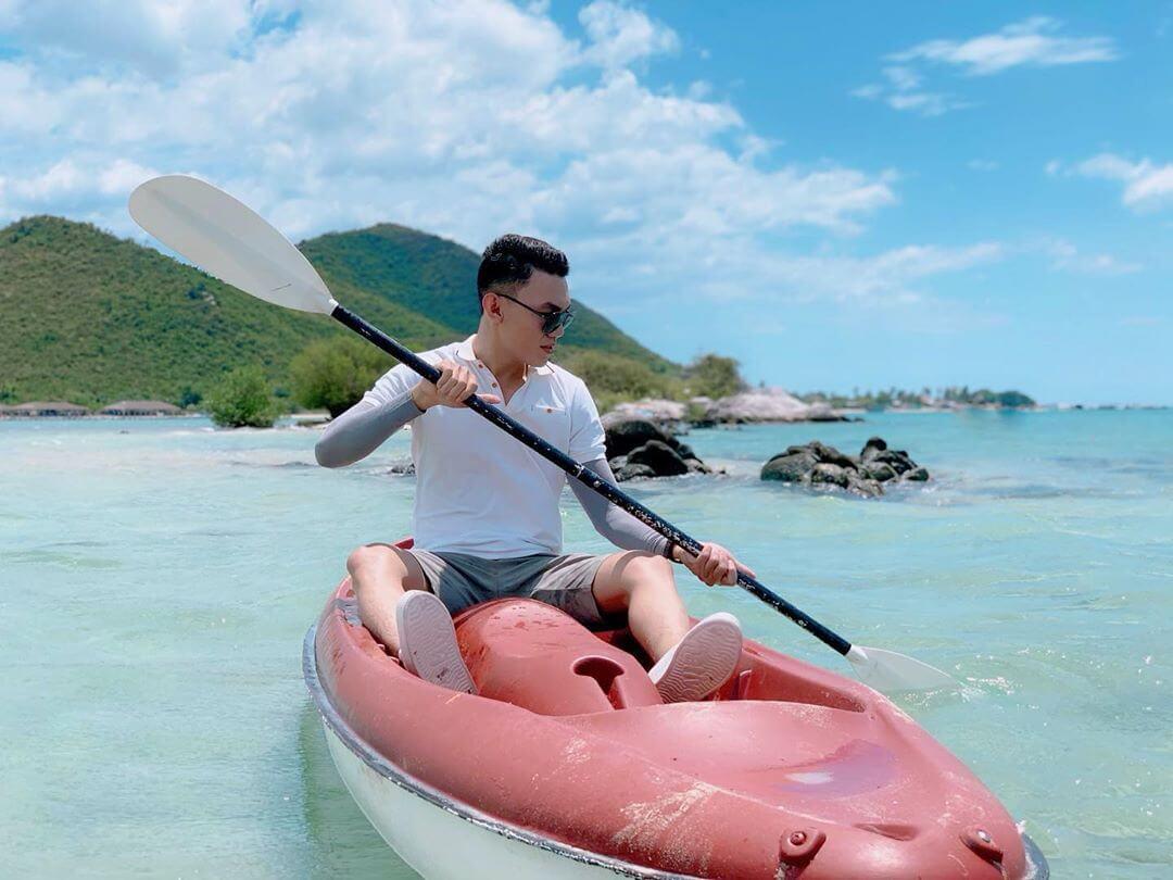 Chèo thuyền kayak hứa hẹn sẽ mang lại trải nghiệm đầy thú vị cho du khách tại đảo Điệp Sơn